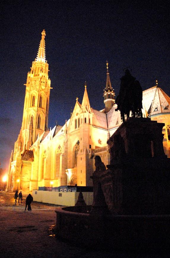 L'église Mathias de nuit