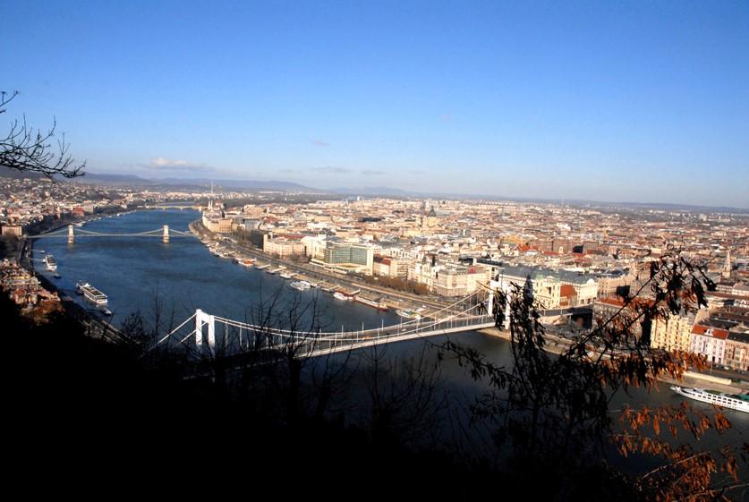 Vue générale du Danube et Budapest